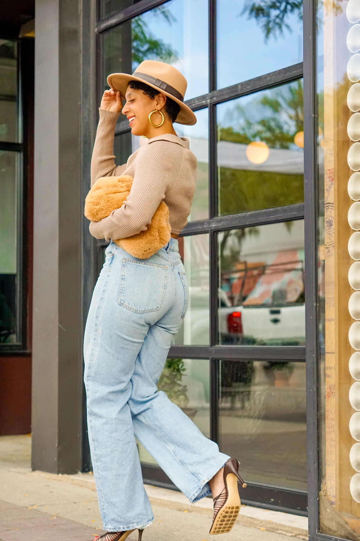 cropped sweater outfit for pear shaped women, where to shop for cropped sweaters, black girl fashion blogger, beige sweater, black fashion blogger outfit