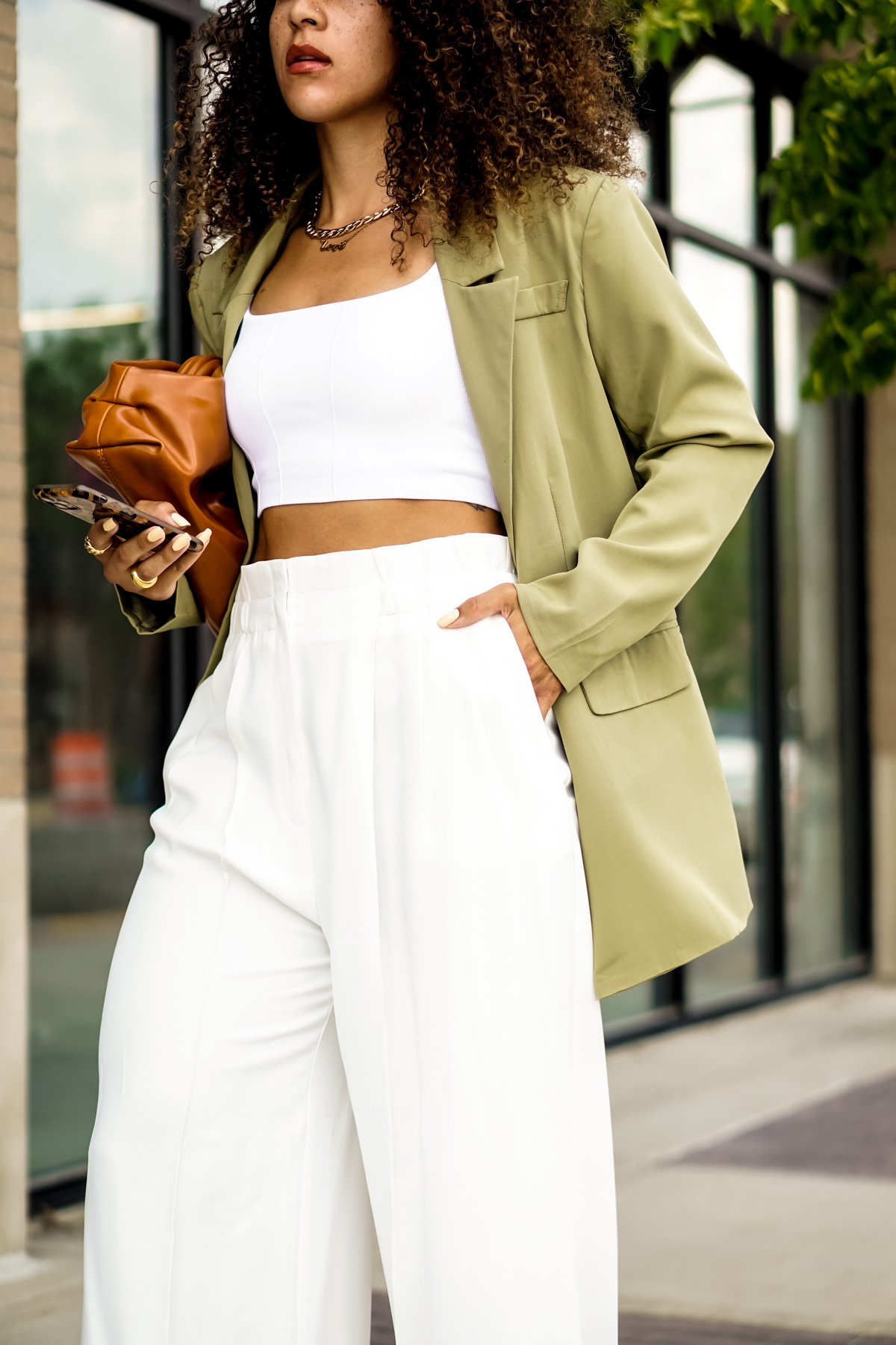 green blazer outfit idea for women, chic summer outfit ideas for women, latest fashion trends for women what to wear, black fashion bloggers inspiration