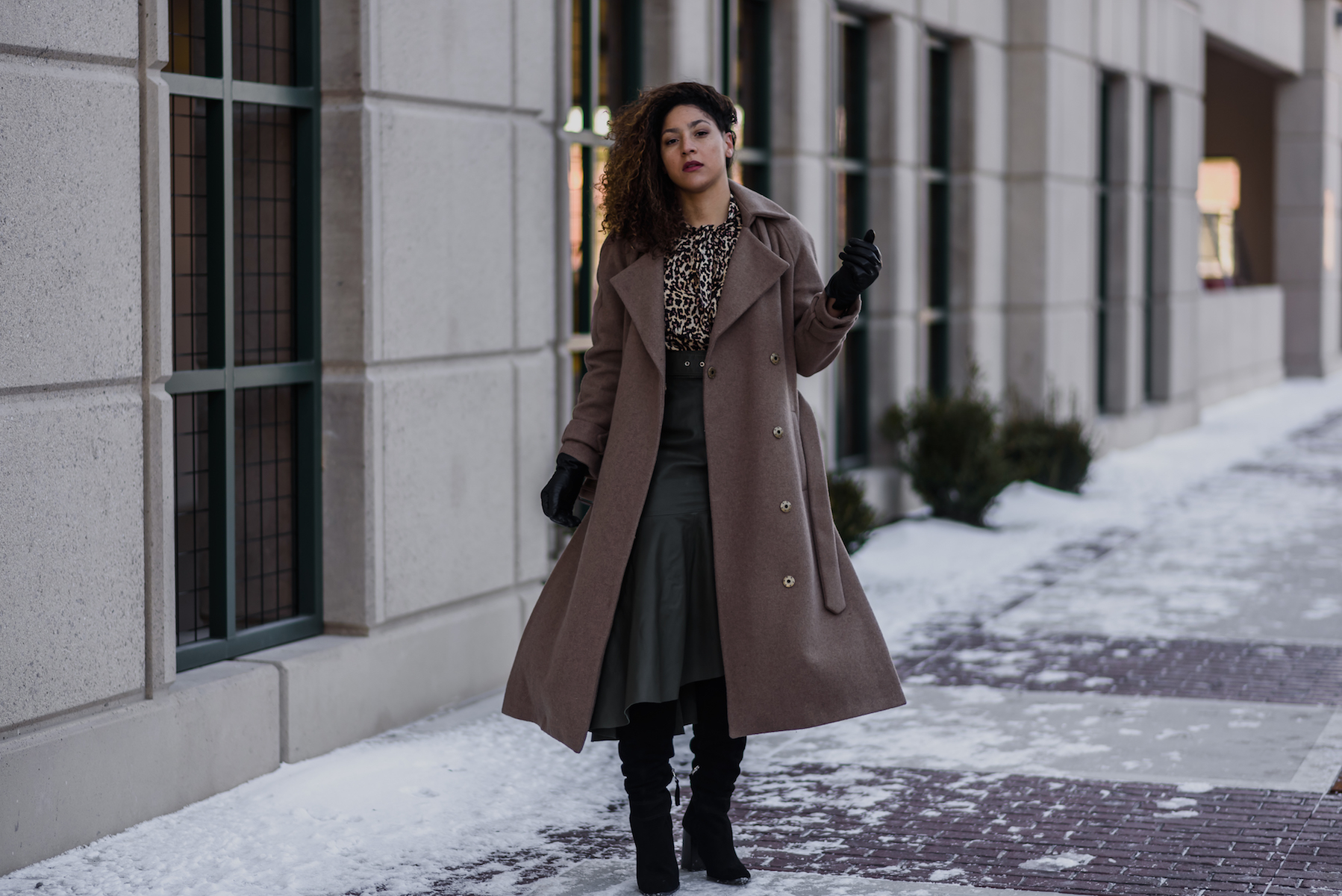 Guide on How to Wear a Leather Midi Skirt|Detroit Fashion Blog: chic winter outfit for young women, topshop leather midi skirt for women, winter fashion for women