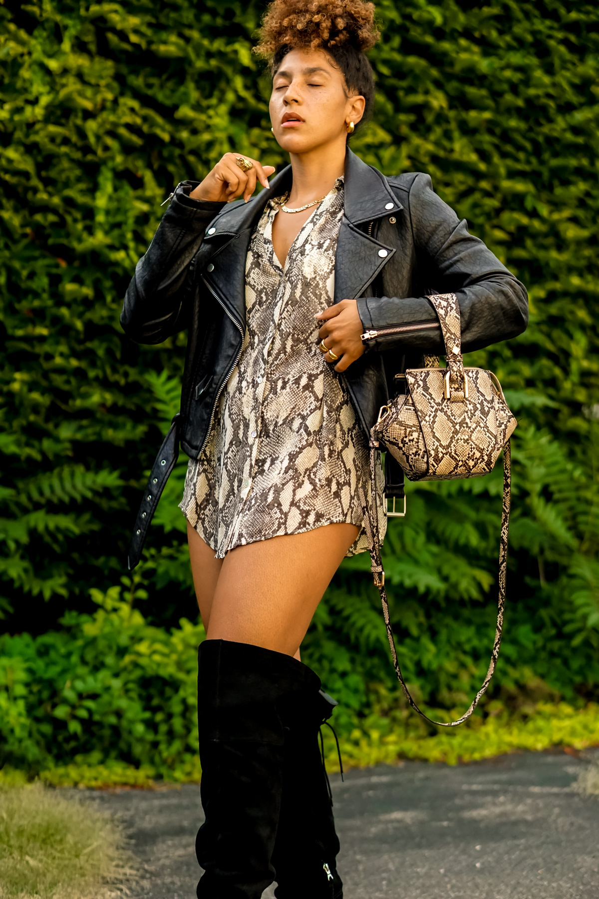 snake print dress outfit, chic fall outfit ideas for women, latest fashion trends for women, black fashion bloggers inspiration, chic snake print shirt outfit ideas black girl