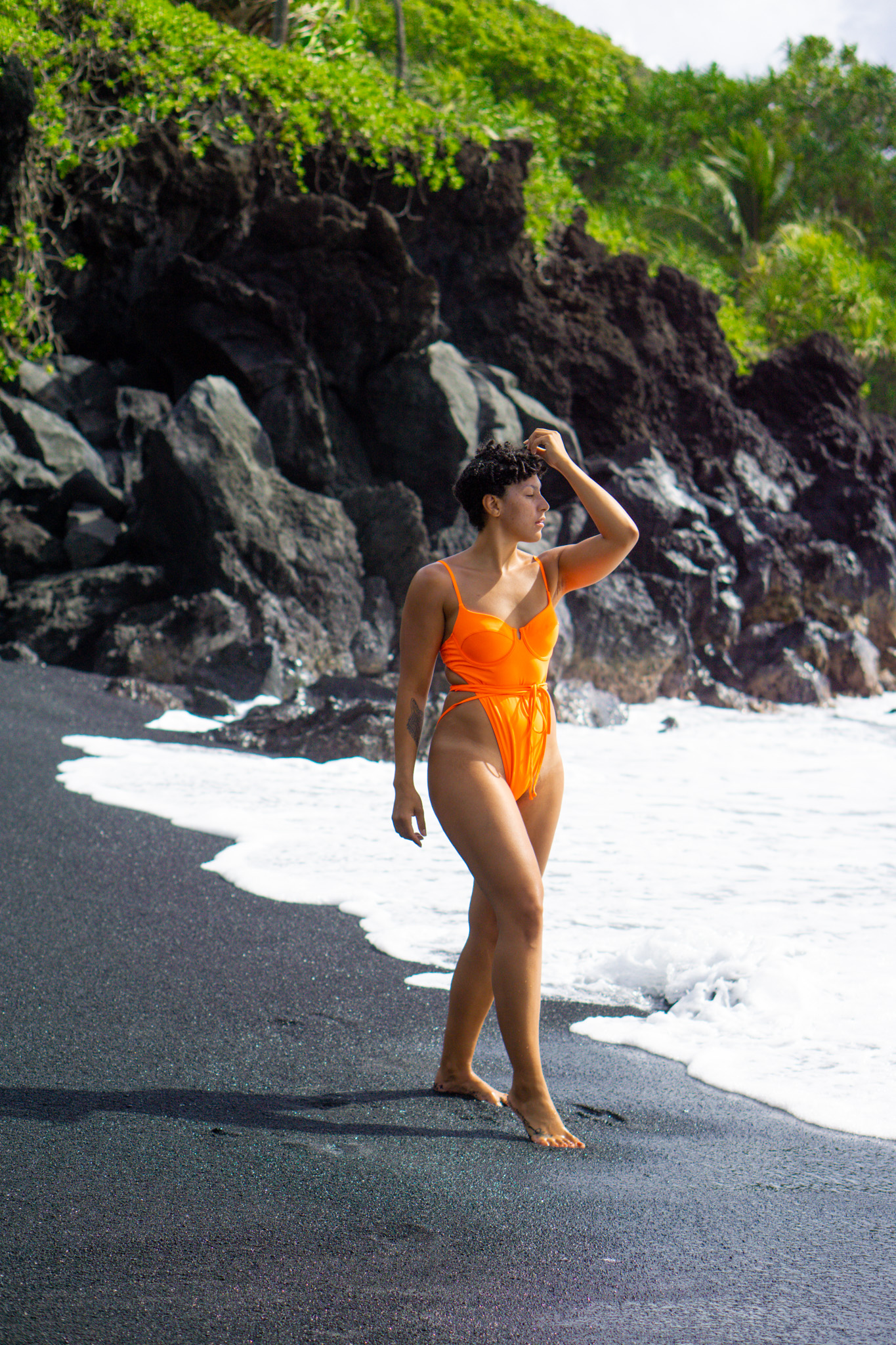 traveling to hawaii maui, where to stop on the Road to Hana hawaii maui, maui covid travel, luxury travel, black girl travel guide, Waianapanapa State Park