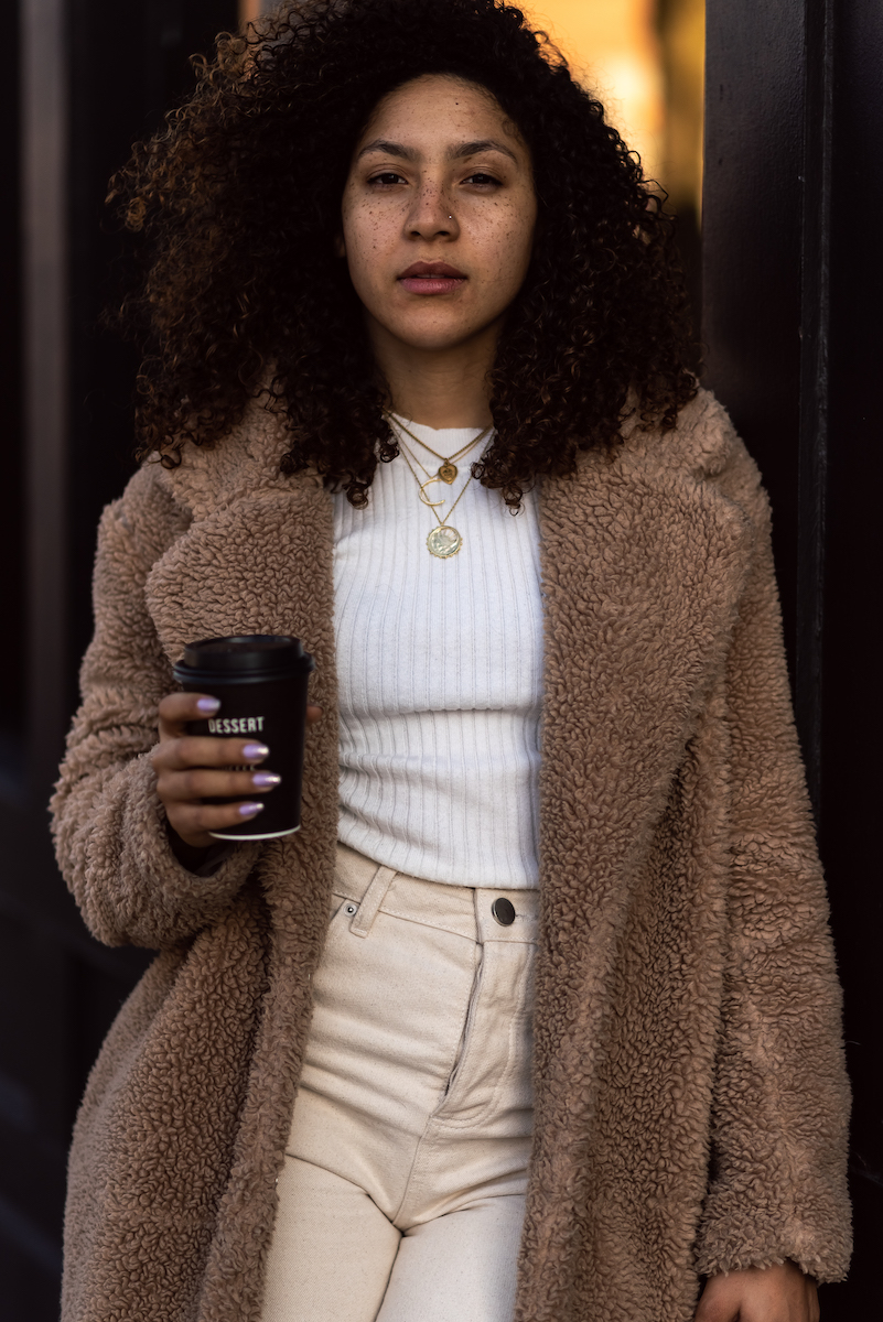 chic winter outfit idea women, white denim jeans outfit idea, fashion blogger style outfits, fashion blogger outfit winter chic, winter outfits women 20s young professional jeans