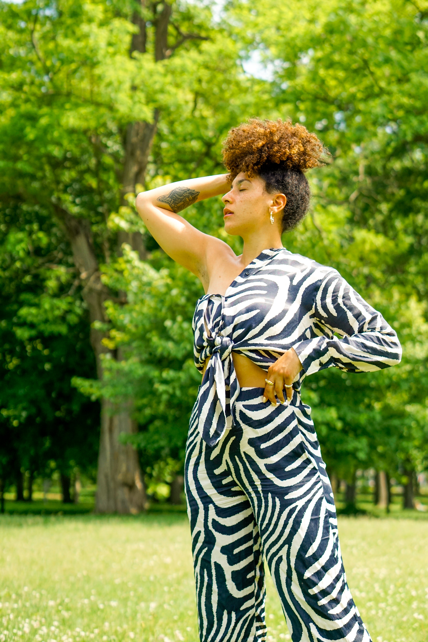 zebra matching set outfit idea for women, matching set summer outfit idea, matching set street style outfit, summer outfit black girl
